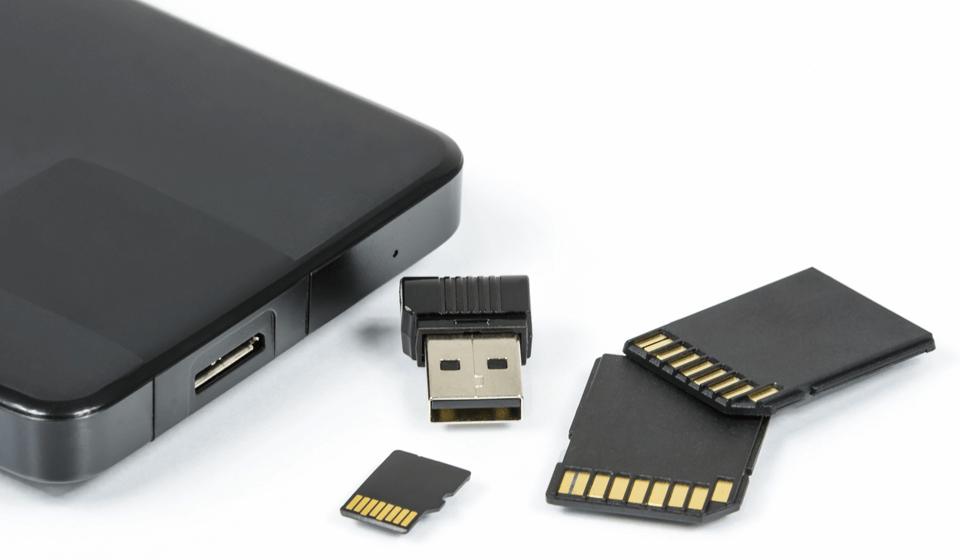SDカードとバッテリー