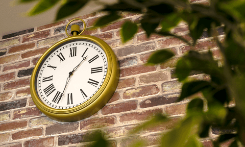 MOOVSTUDIOサロン内の壁掛け時計
